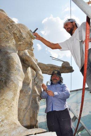 Скульптурную группу «Наука и жизнь» отреставрируют ко Дню города