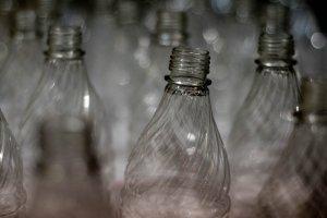 Продавать пиво в больших пластиковых бутылках теперь запрещено