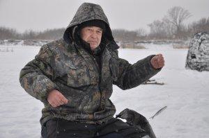 Любителей зимней рыбалки призывают проявлять острожность на льду