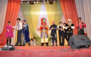 Сценка из концерта, посвященного  Международному женскому дню, в Ишимбайско ...