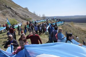 Вокруг шихана в Ишимбайском районе растянули флаг длиной в полтора километра