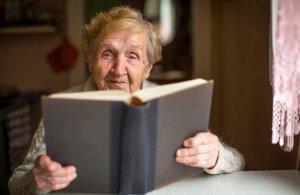Ученые нашли связь между чтением и долголетием