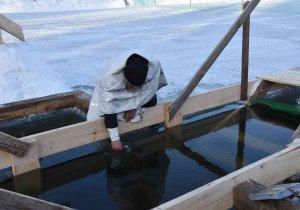 В Ишимбае накануне праздника Крещения Господня освятили купели для купания