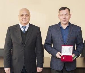 Два работника машиностроительной компании «Витязь» удостоены высоких наград