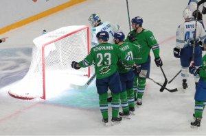 «Салават Юлаев» разгромил «Металлург» и вышел вперед в серии плей-офф