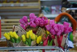 Готовимся к 8 марта: как выбрать букет и сохранить его красивым